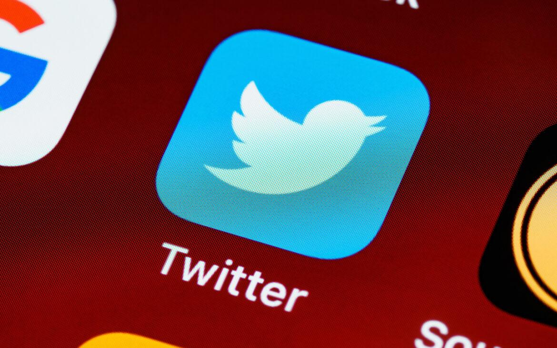 ปลอม เปลือก เป็นแค่คนชอบแซะภายใต้แอคหลุม เมื่อลูกหนีพ่อแม่มาใช้ Twitter