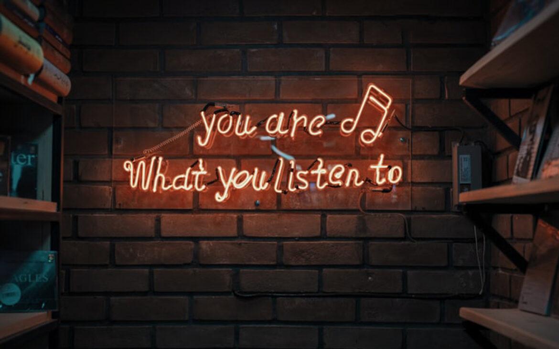 """""""ฟังเพลง"""" แบบไหนก็ได้ """"โลก"""" แบบนั้น… เพลงที่ฟังไม่ได้มีผลแค่อารมณ์และความรู้สึก แต่ยังเปลี่ยนโหมดทัศนะการมองเห็นโลกของเราด้วย"""